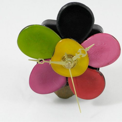 Horloge sur socle en graine de tagua