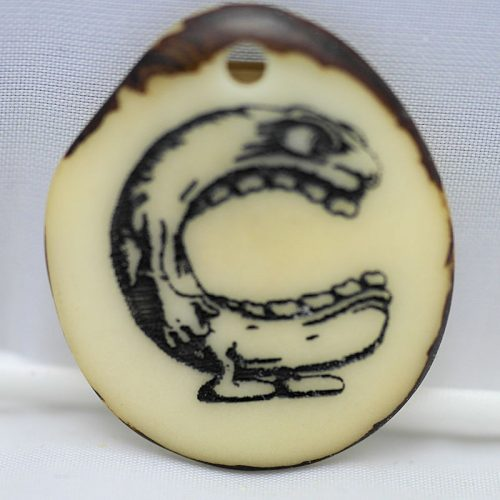 Tranche de tagua gravée lettre C