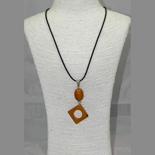 Pendentif design tagua teintée orange