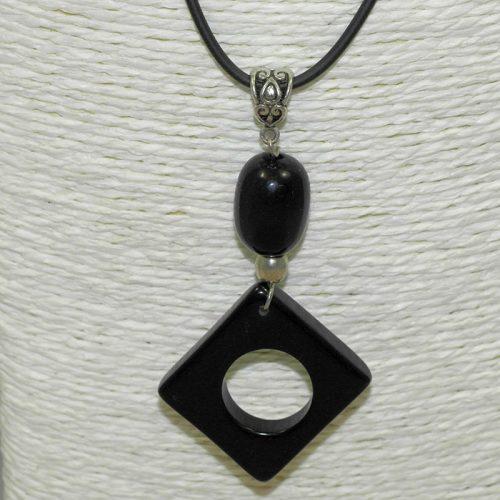Pendentif design tagua teintée noir