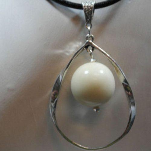 Pendentif alliage et perle de tagua