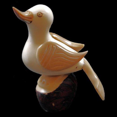 Canard taillé dans la graine de tagua