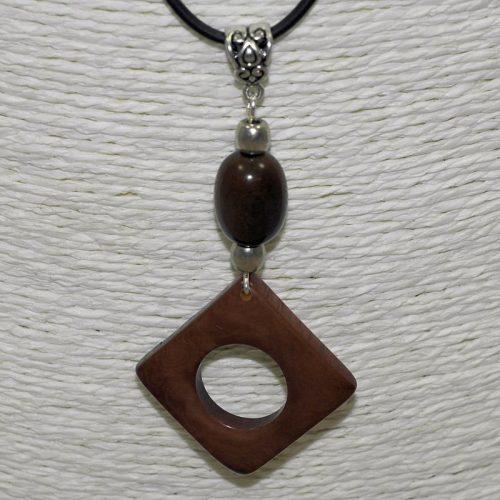 Pendentif design tagua teintée marron