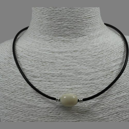 Collier cuir et perles de tagua