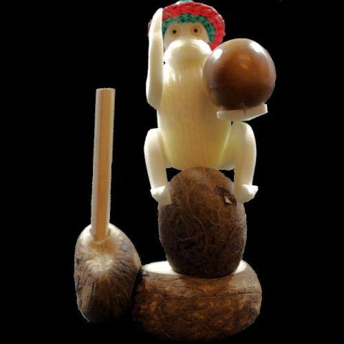 Singe taillé dans la graine de tagua