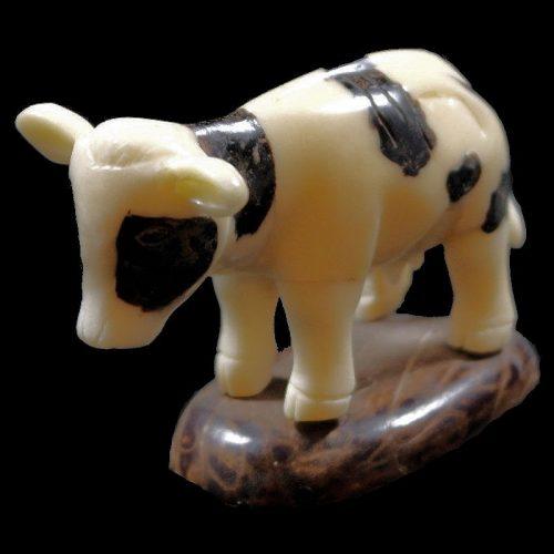 Vache taillée dans la gaine de tagua