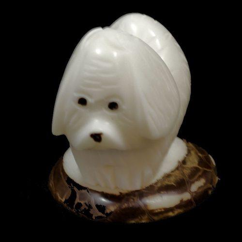 Beagle taillé dans la graine de tagua