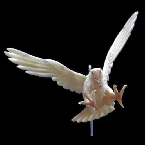Grand aigle Royal taillé dans la graine de tagua
