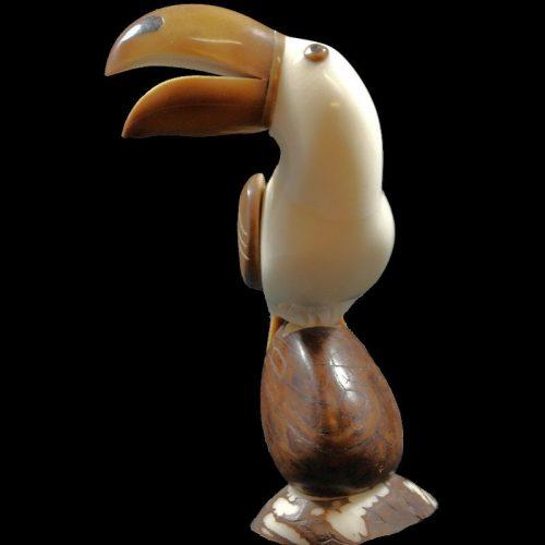 Toucan taillé dans la graine de tagua
