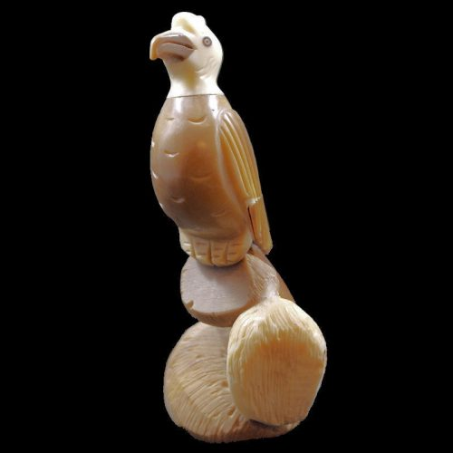 Vautour taillé dans la graine de tagua