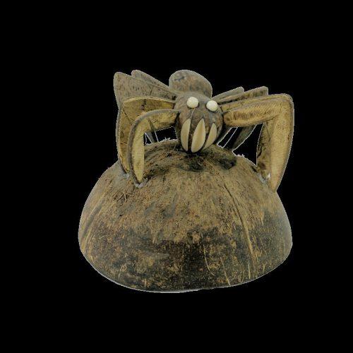 Araignée taillée dans la graine de tagua