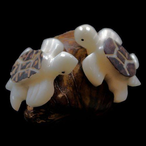 Tortues marine taillées dans la graine de tagua