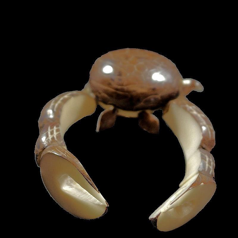Crabe taillé dans la graine de tagua