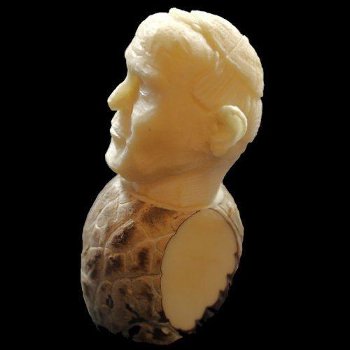 Figurine en tagua à l'effigie du Pape