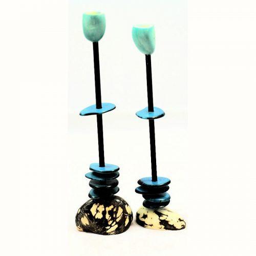 Chandeliers tagua teintés en bleu
