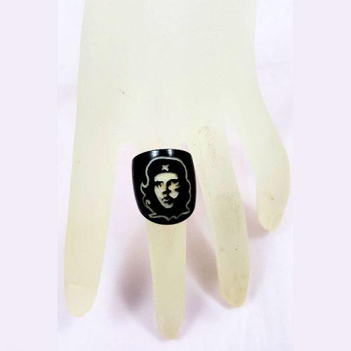 Gravure laser Che Guevara sur bague en tagua