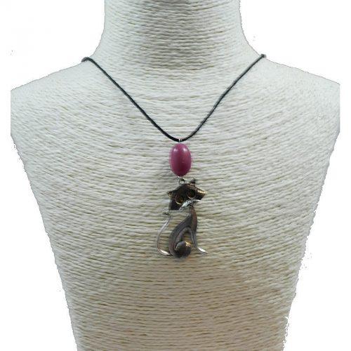 Pendentif chat en alliage et perle de tagua teintée violet
